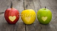 Apples_with_engraved_hearts.jpg
